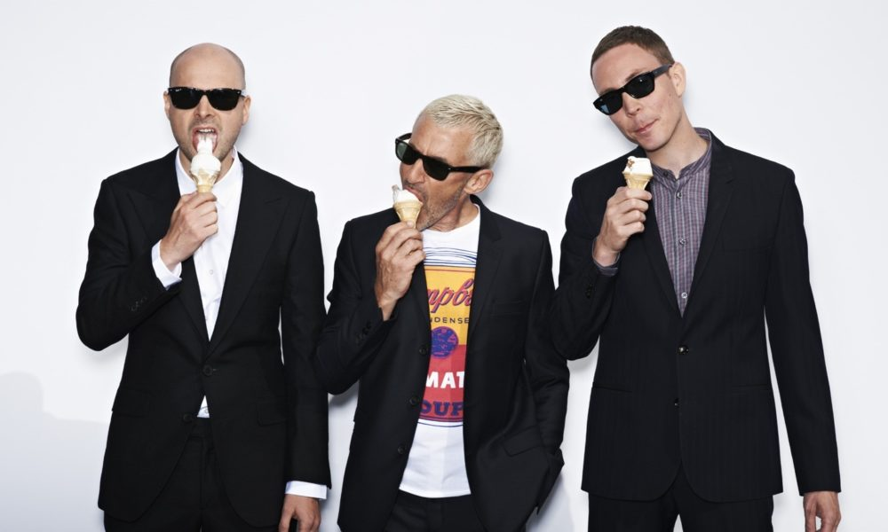 integrantes de above and beyond comiendo helado