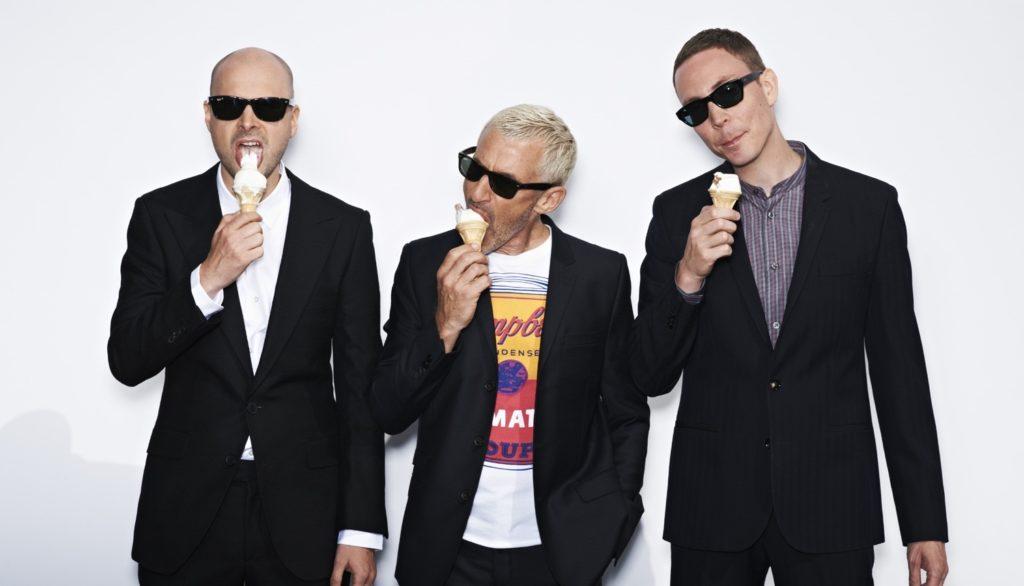 integrantes de above and beyond comiendo helado